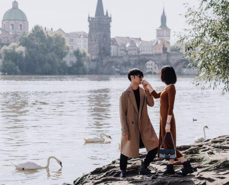 Prague professional photographer photo session. Morning photo shoot Prague, Charles Bridge, Old Town, Malostranská