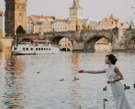 prague-wedding-photos-with-swans-0344